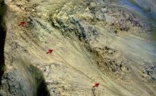 Stries sombres repérées sur Mars par la caméra HiRISE de MRO